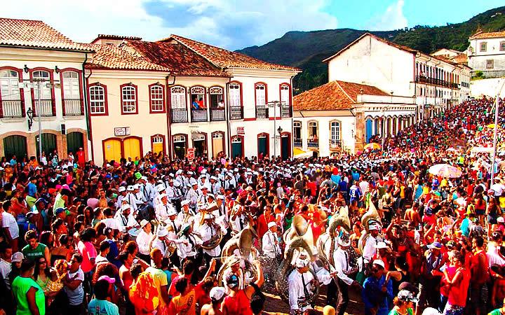 Pessoas na rua - Carnaval de Ouro Preto