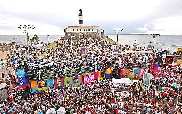 Pessoas no Carnaval no Farol em Salvador