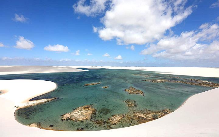 Vista aérea das dunas e lagoas de Santo Amaro - Maranhão