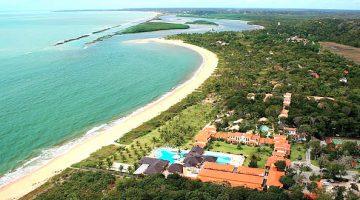 Vista aérea de praia em Santo André Bahia