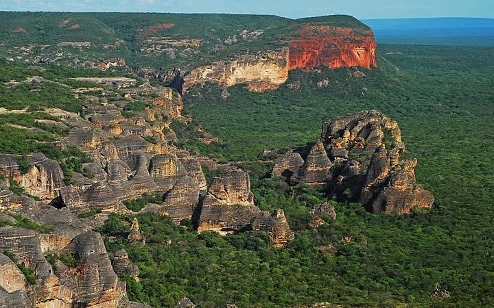 Vista aérea do parque da Serra da Capivara