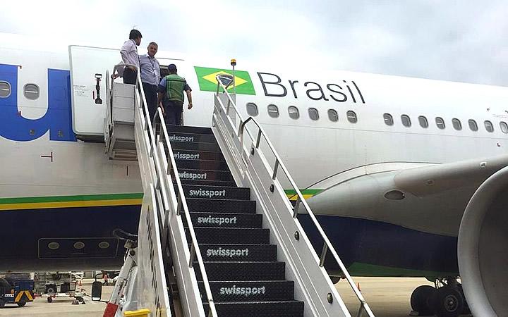 Escadaria para subir no avião