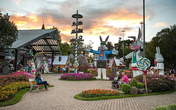 Nova Petrópolis - Praça enfeitada para páscoa