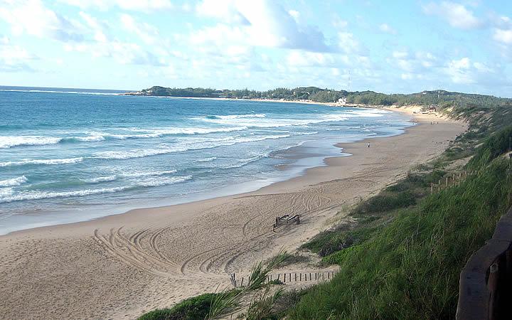 Praia do Tofo em Moçambique