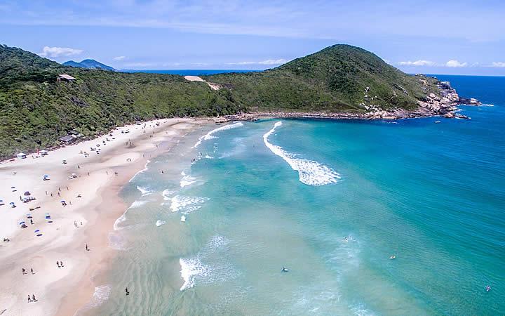 Vista aérea da Praia do Rosa