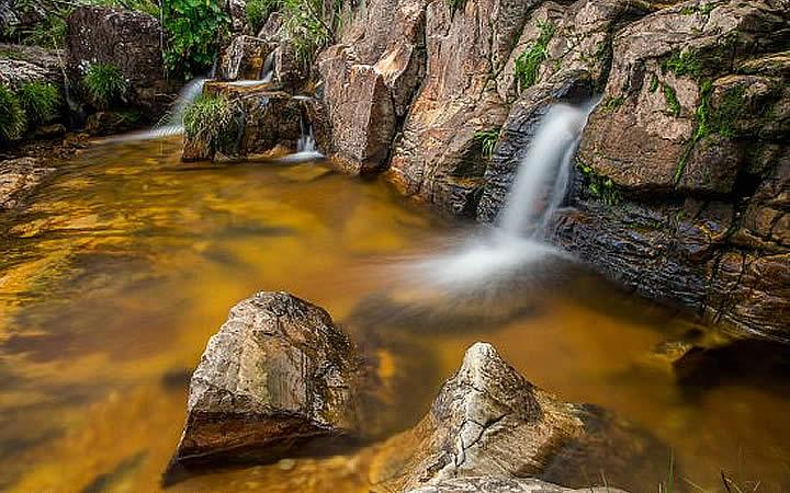 Cachoeira e lago na Trilha de Seriema