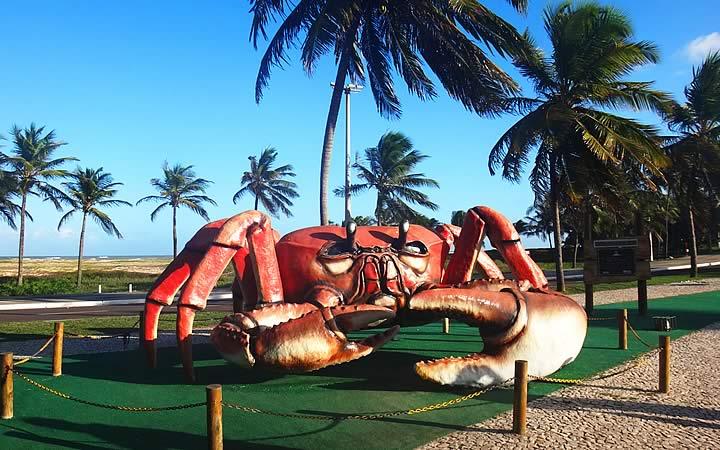 Caranguejo gigante na passarela do caranguejo - Orla de Atalaia
