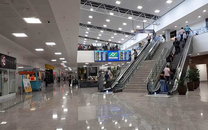 Escadas no aeroporto de Vitória