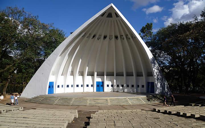 Espaço para atividades culturais e educativas no parque Portugal