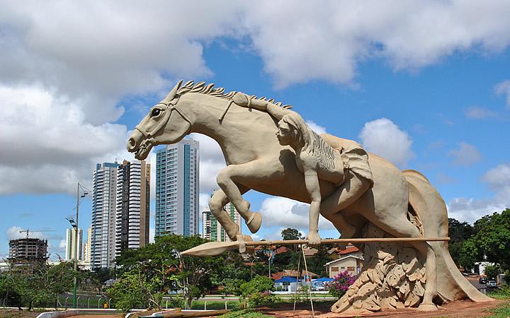Estátua no Parque das Nações Indígenas