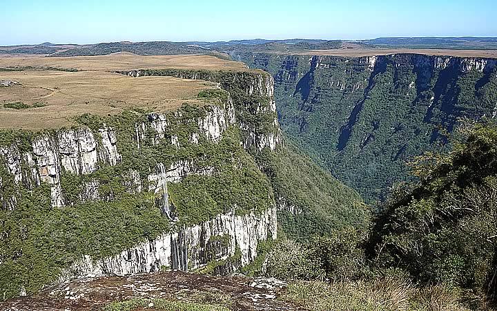 Cachoeira no Cânion Fortaleza em Cambará do Sul