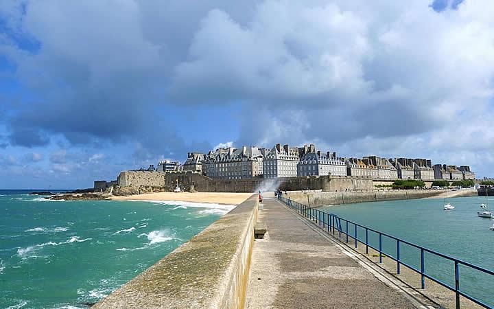 Caminho para ilha de Saint Malo