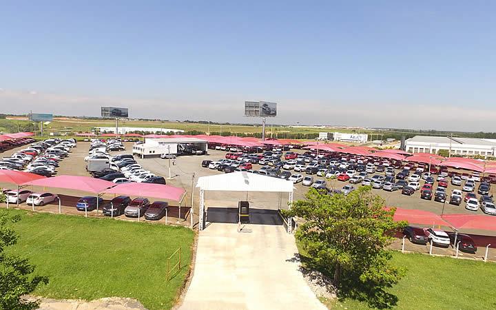 Carros no aeroporto Viracopos