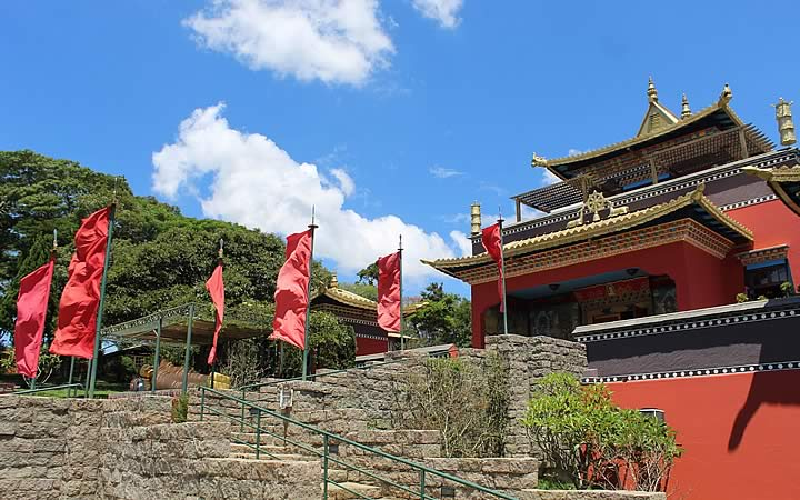 Escadaria do templo Odsal Ling