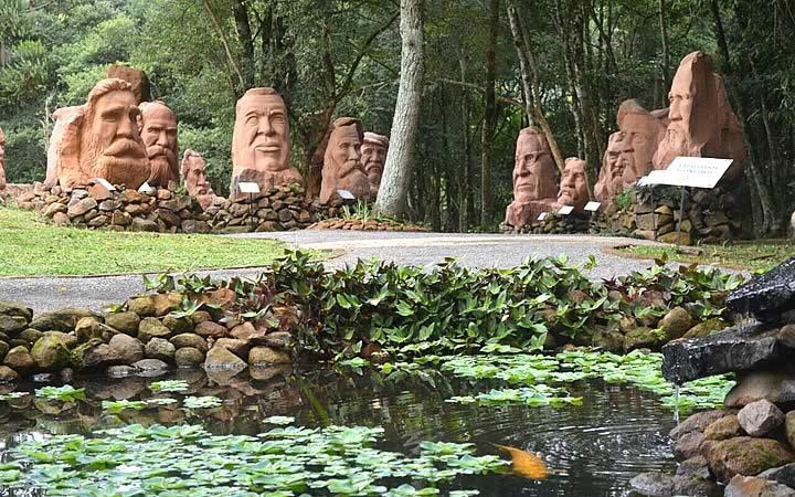 Escultura no parque Pedras do Silêncio em Nova Petrópolis