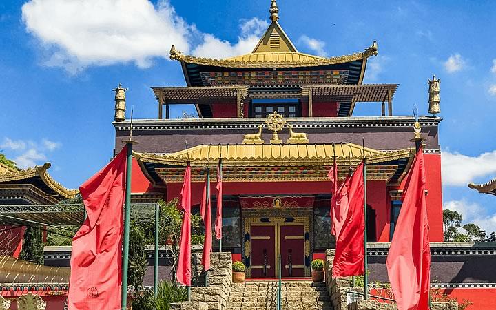 Fachada do Templo Budista Odsal Ling