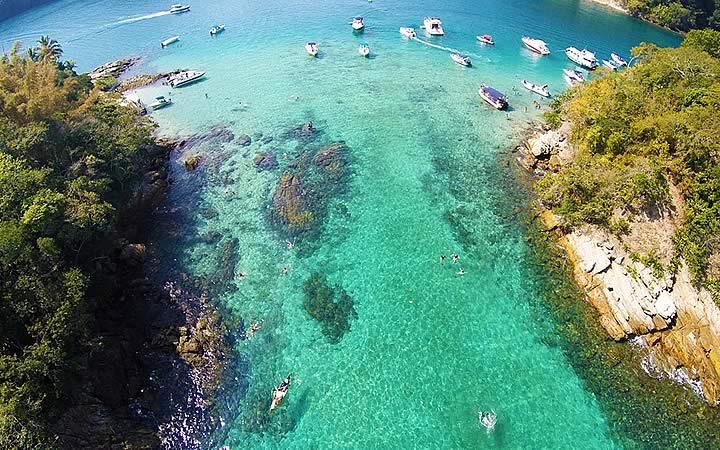 Lagoa azul em Angra dos Reis