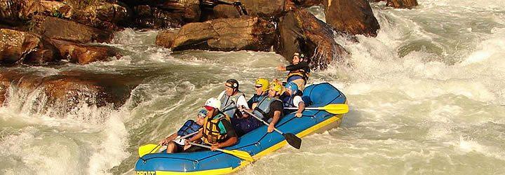 Pessoas fazendo Rafting em Poços de Caldas
