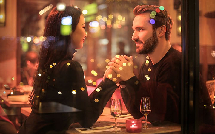 Casal em restaurante na Serra Gaúcha - Dia dos namorados