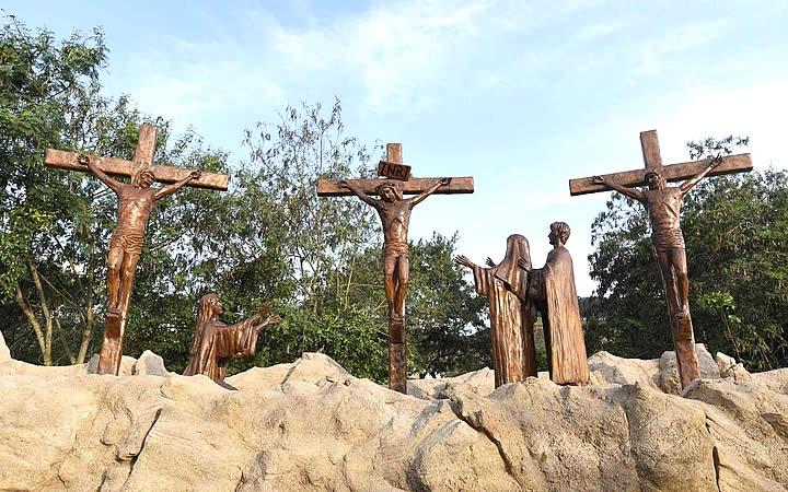 Estátuas no Caminho do Rosário