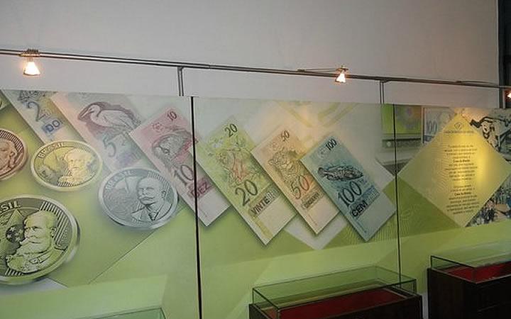 Acervo de moedas no museu casa dos contos