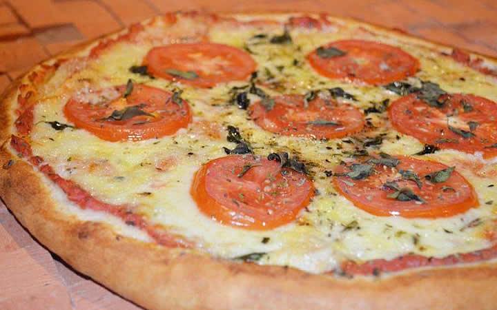 Pizza de queijo presunto e tomate - Zi Tereza di Napoli