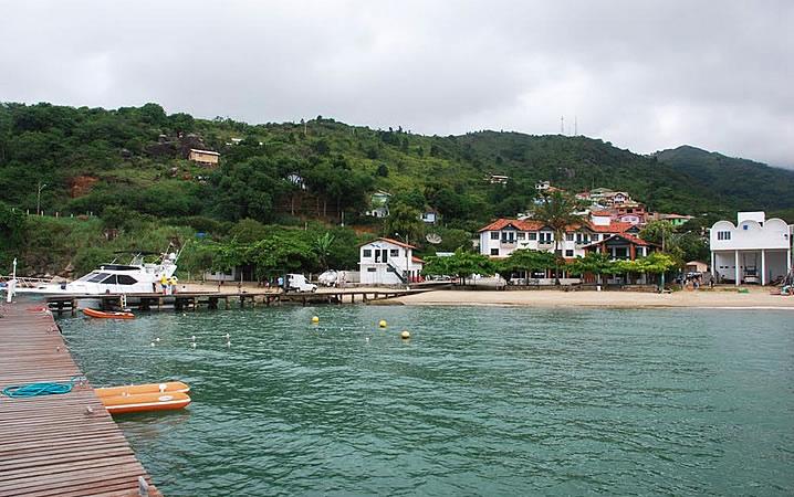 Porto na Praia de Calheiros