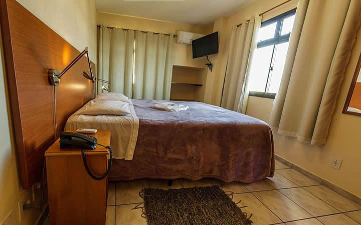 Quarto do hotel Vila Rica em Resende