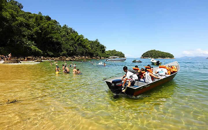 Barco na Ilha das Couves