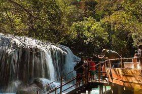 Escadaria-próximo-a-cachoeira-em-Bonito