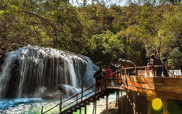 Escadaria próximo a cachoeira em Bonito