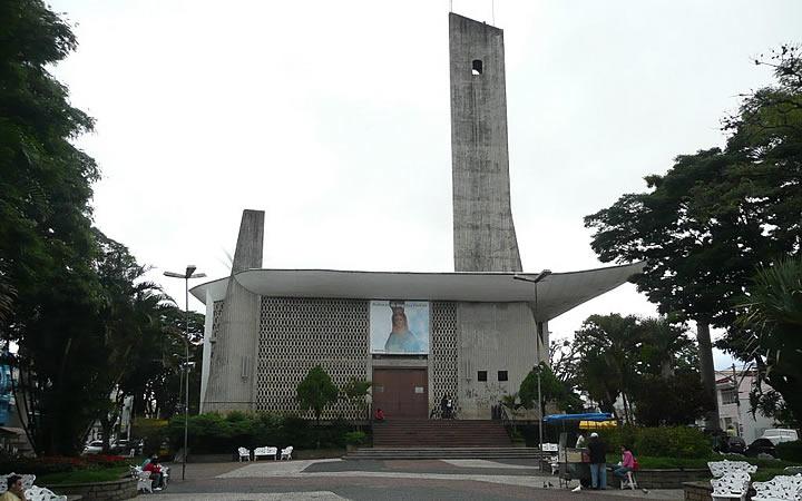 Igreja na Praça Raul Leme em Bragança Paulista