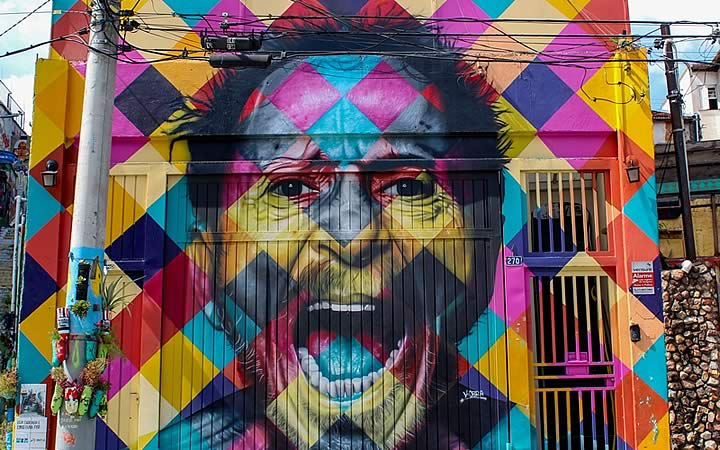 Obra de Eduardo Kobra no Beco do Batman