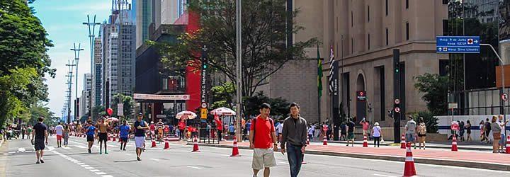 Pessoas na Avenida Paulista