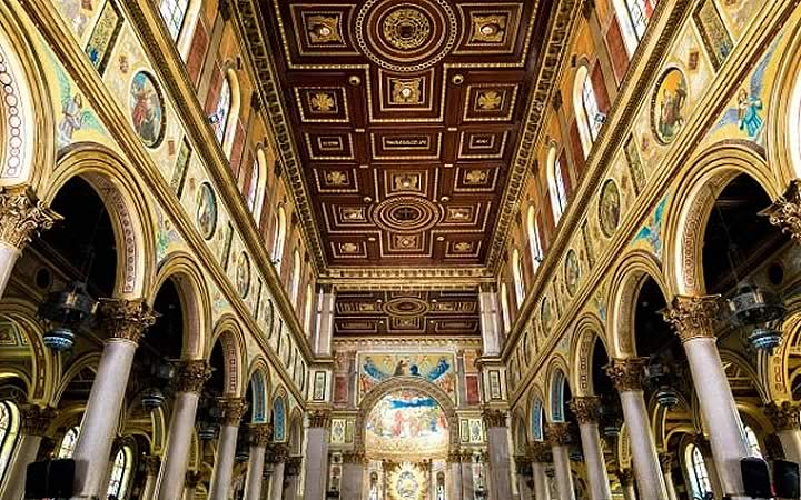 Interior da Basílica de Nazaré