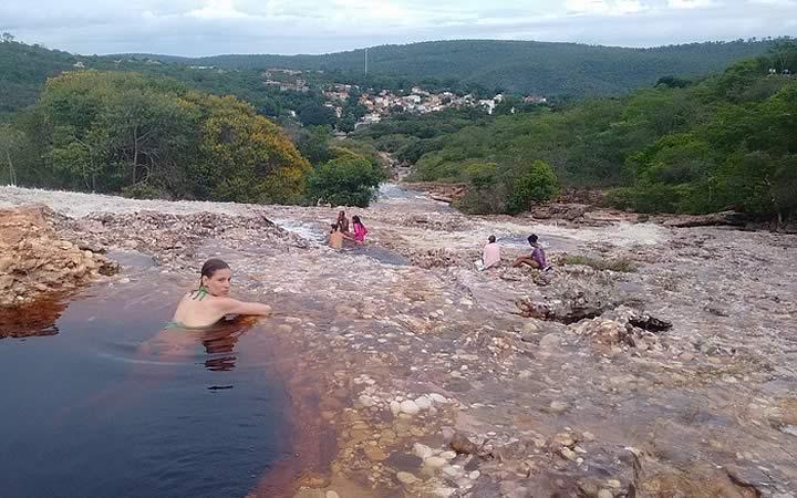 Mulher em cachoeira - Lençóis Bahia