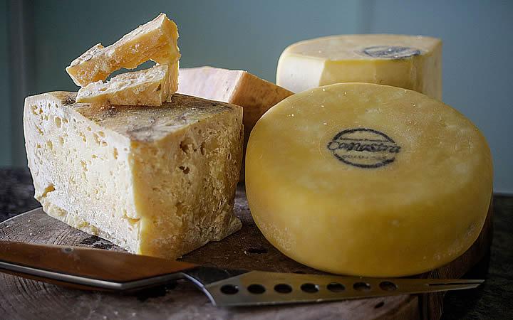Provar o premiado queijo Canastra