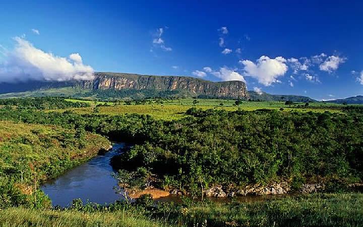 Riacho na Serra da Canastra - São Roque de Minas