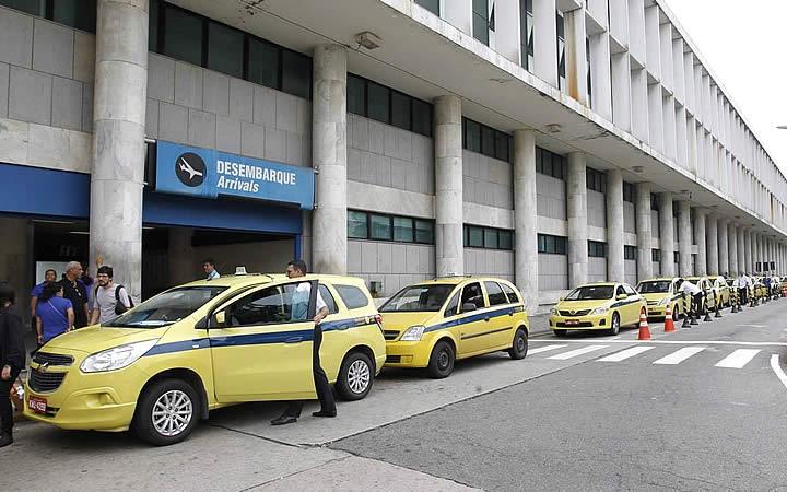 Táxi no aeroporto Santos Dumont