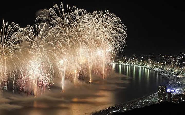 Fogos de artifícios em Copacabana