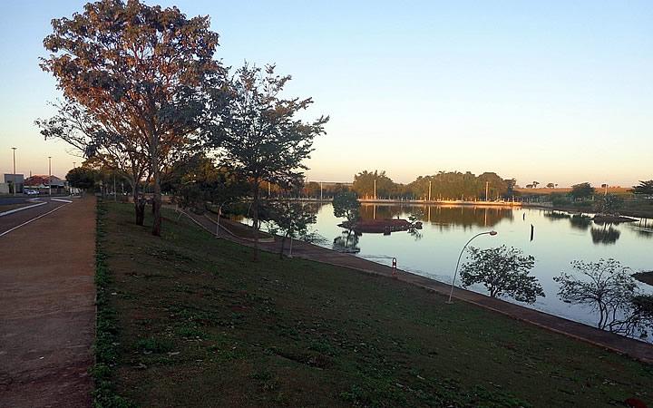 Lago no bosque dos Buritis