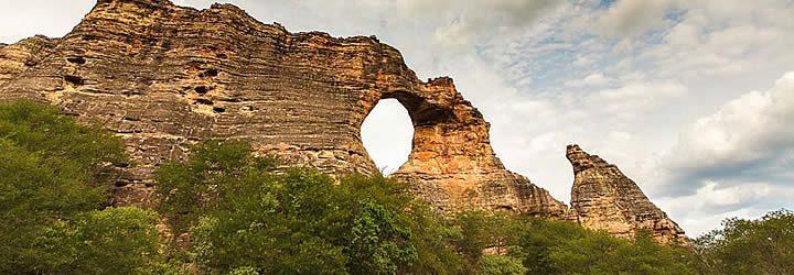 Pedra furada em Coronel José Dias