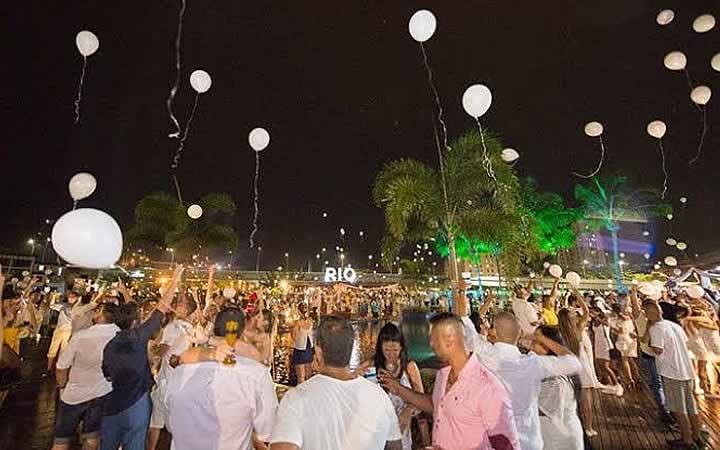 Pessoas curtindo o Réveillon - Rio