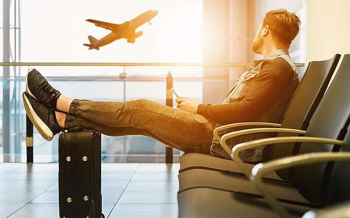 Viajante no aeroporto