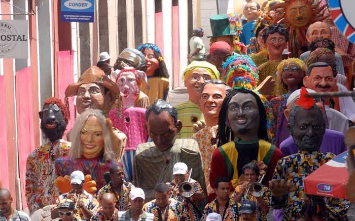 Bonecos gigantes no carnaval de Salvador