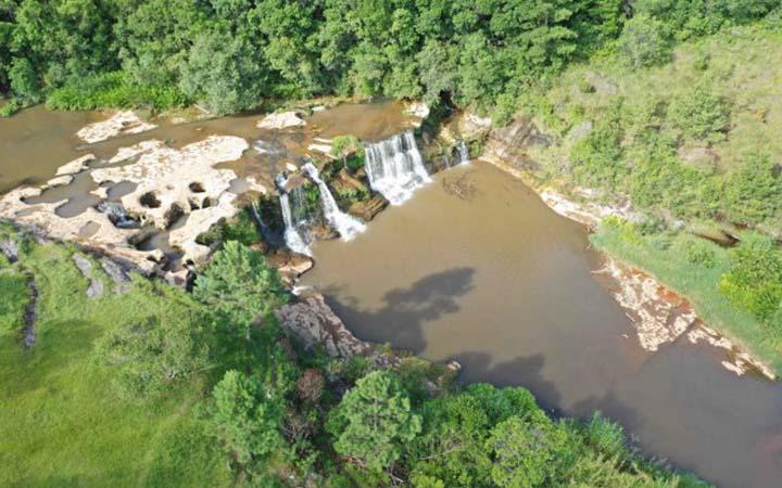Parque Linear do Rio Capivari - Vista aérea da cachoeira