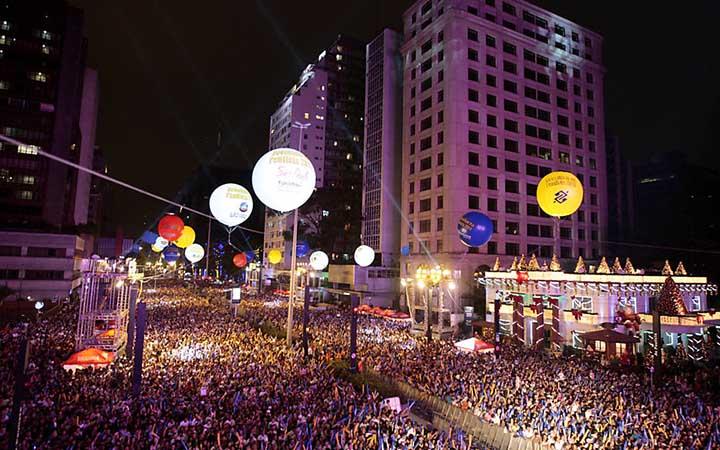 Pessoas no ano novo de São Paulo
