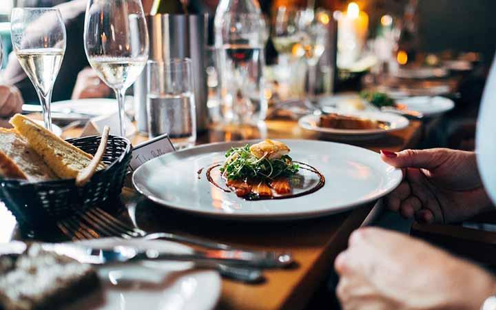 Prato com comida - Restaurante