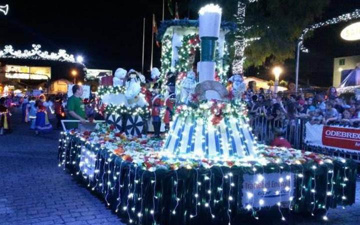 Vila de Natal - Papai noel no desfile