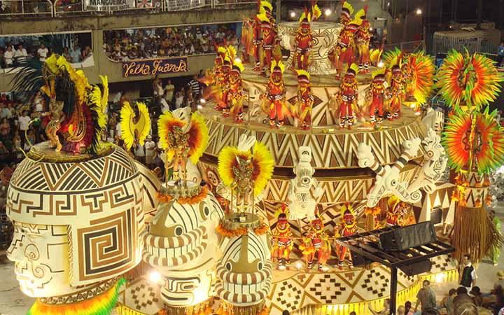 Carro alegórico no carnaval